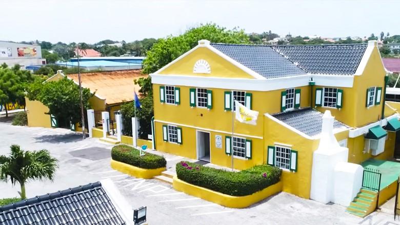 Bezoek de Curacao Likeur Distilleerderij